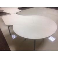 Стол с двумя большими кругами